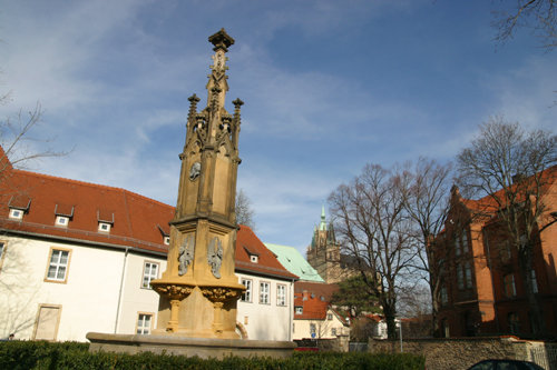 Hermannsplatz%20Brunnen%20-%20ancient%20well.jpg